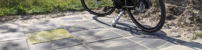 e-Bikes laden op een tegeltje